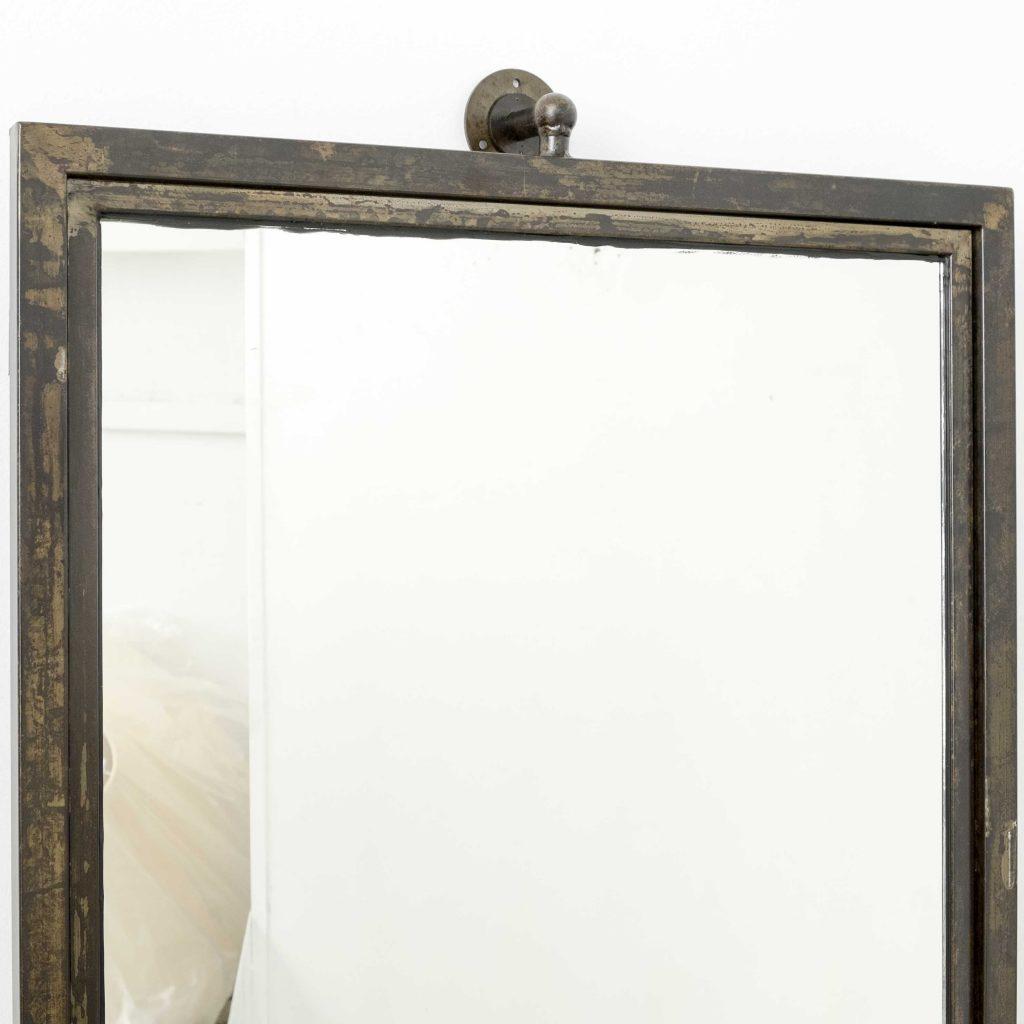 Espejo de pared con marco de hierro oxidado vintage